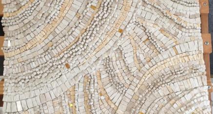 Le superbe tableau en volume de Cathy, marbre et or